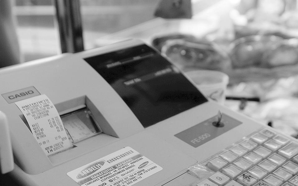 Εξετάζεται η μείωση κατά 50% του προστίμου των 1.000 ευρώ για την εκπρόθεσμη υποβολή δηλώσεων ΦΠΑ, καθώς επίσης και η μείωση κατά 50% και στη μη έκδοση αποδείξεων.