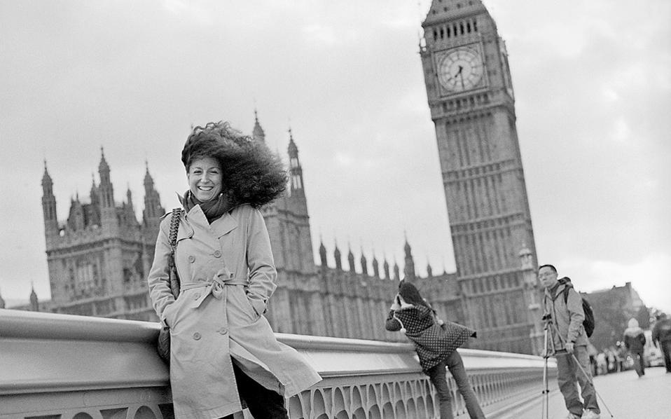 «Το καλύτερο κοινό για μένα είναι οι Αγγλοι που ζουν στην Ελλάδα και οι Ελληνες που ζουν στην Αγγλία», λέει στην «Κ» η Κατερίνα Βρανά, η οποία κατοικεί μόνιμα στο Λονδίνο τα τελευταία 14 χρόνια.