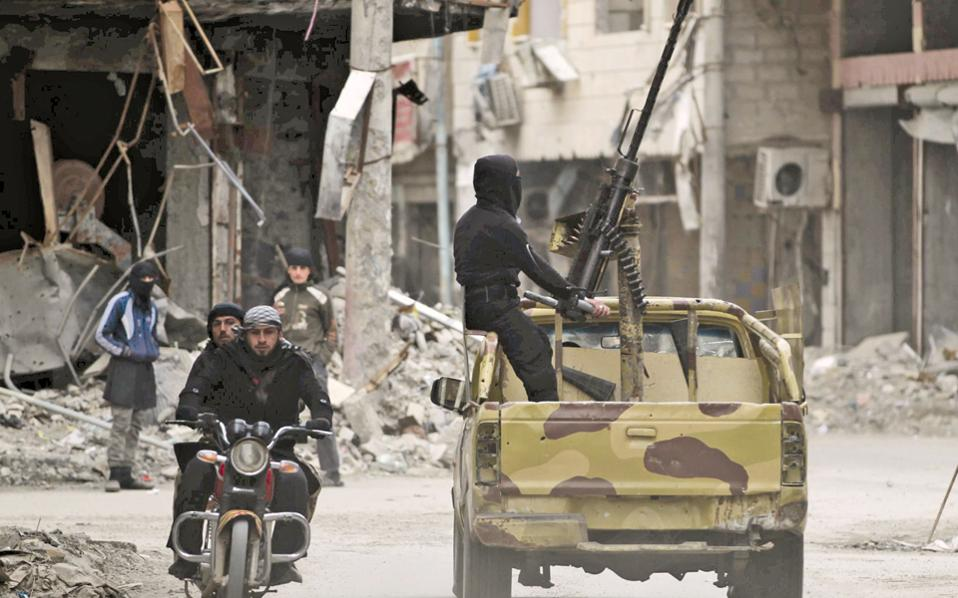 Ισλαμιστές μαχητές στη Συρία. Η ηγεσία της Αλ Κάιντα διέκοψε επισήμως τους δεσμούς της με την ομάδα των τζιχαντιστών του Ισλαμικού Κράτους του Ιράκ και της Συρίας.