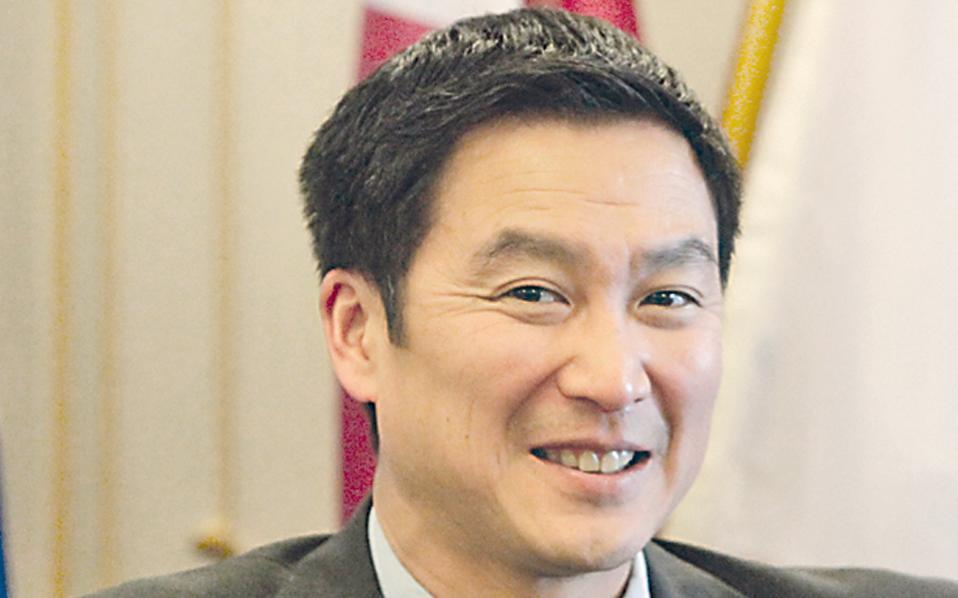 «Δεν γνώριζα ότι υπήρχε διαφωνία ανάμεσα στην ΕΚΤ και το ΔΝΤ σχετικά με την αναδιάρθρωση του χρέους» λέει στην «Κ» ο ευρωβουλευτής κ. Χόανγκ Νγκοκ.