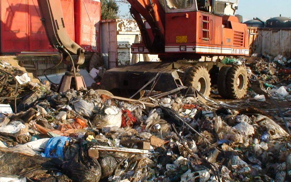 Η εγκατάσταση στον Ασπρόπυργο είχε άδεια συλλογής και μεταφοράς αποβλήτων και ανακυκλώσιμων υλικών και συνεργαζόταν με μεγάλες επιχειρήσεις.