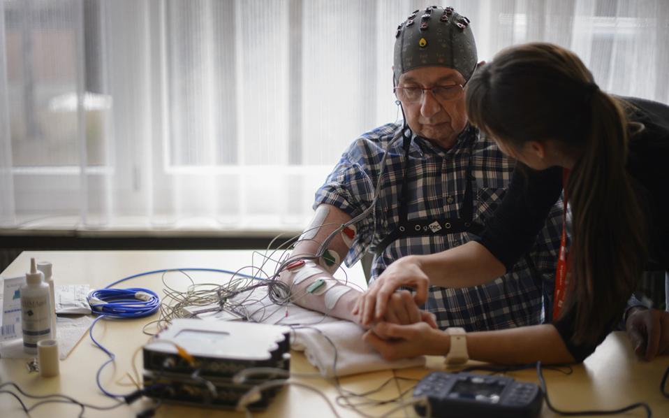 Από την πληθώρα ερεθισμάτων που μπαίνουν κάθε δεδομένη χρονική στιγμή στον ανθρώπινο εγκέφαλο, μόνο ένα πολύ μικρό κομμάτι πληροφορίας γίνεται συνειδητό, υποστηρίζουν οι επιστήμονες.