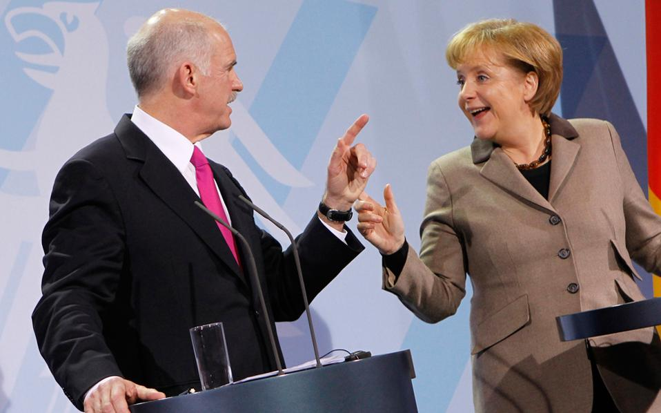 Γιώργος Παπανδρέου και Αγκελα Μέρκελ στη συνέντευξη Τύπου που έδωσαν μετά τη συνάντησή τους, στις 5 Μαρτίου 2010, στο Βερολίνο.