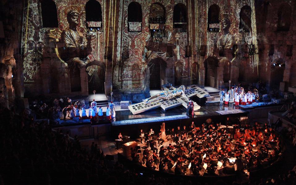 Στιγμιότυπο από την παράσταση «Τόσκα» στο Ηρώδειο, το 2012