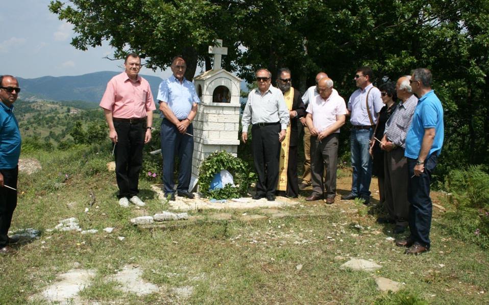 Κατάθεση στεφάνων στο ηρωικό ύψωμα 731. Χιλιάδες είναι οι Ελληνες στρατιώτες που σκοτώθηκαν στα αλβανικά βουνά. Αλλοι έχουν εντοπιστεί, άλλοι όχι.