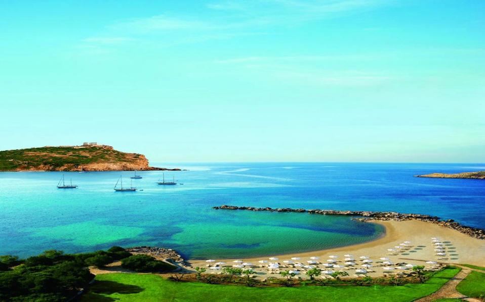 Η περιοχή «Ασπρο Λιθάρι Σουνίου (Cape Sounio)» στον Δήμο Λαυρεωτικής, ανήκει στην κυριότητα του Ελληνικού Οργανισμού Τουρισμού και τελεί υπό τη διοίκηση και διαχείριση της «Εταιρείας Ακινήτων Δημοσίου Α.Ε.» (ΕΤΑΔ).