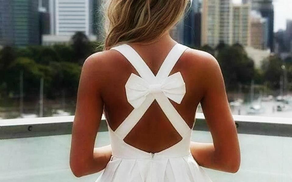3f0b06b00a68 Το μικρό μαύρο φόρεμα παίρνει τη θέση του LBD, λειτουργεί ακριβώς το ίδιο.  Αποτελεί ιδανική επιλογή για όλες τις ώρες της μέρας και σου δίνει τη  δυνατότητα ...