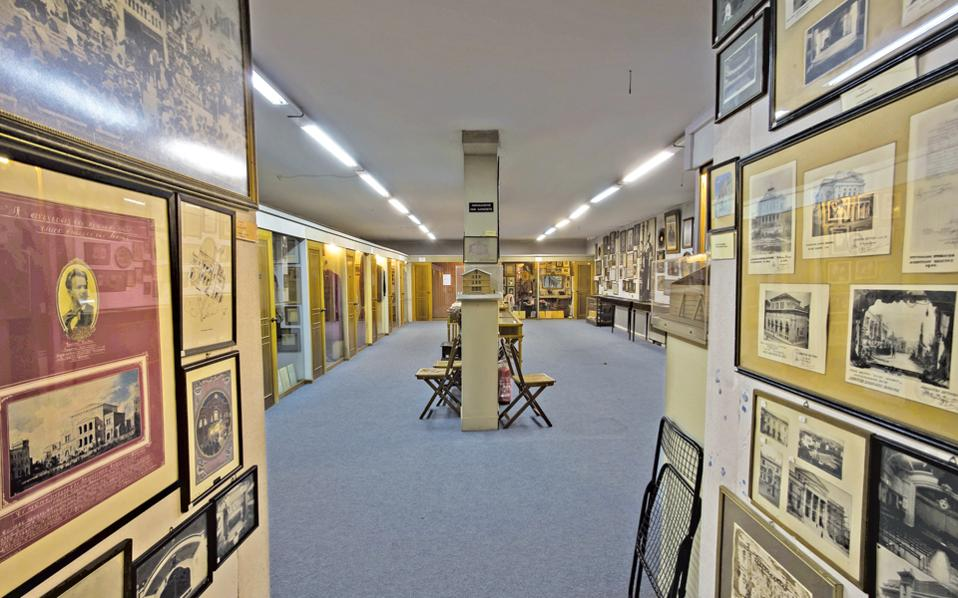 Μία από τις κεντρικές αίθουσες του Θεατρικού Μουσείου