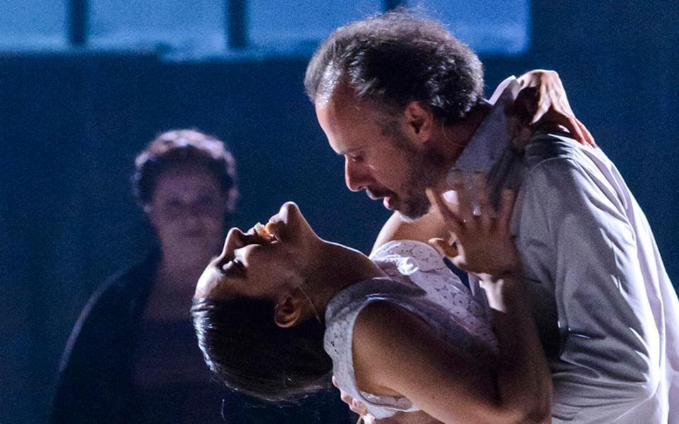 «Aβελάρδος και Ελοΐζα» του Γιάννη Καλαβριανού σε νέα εκδοχή από τον Οκτώβριο στο Θέατρο του Νέου Κόσμου.