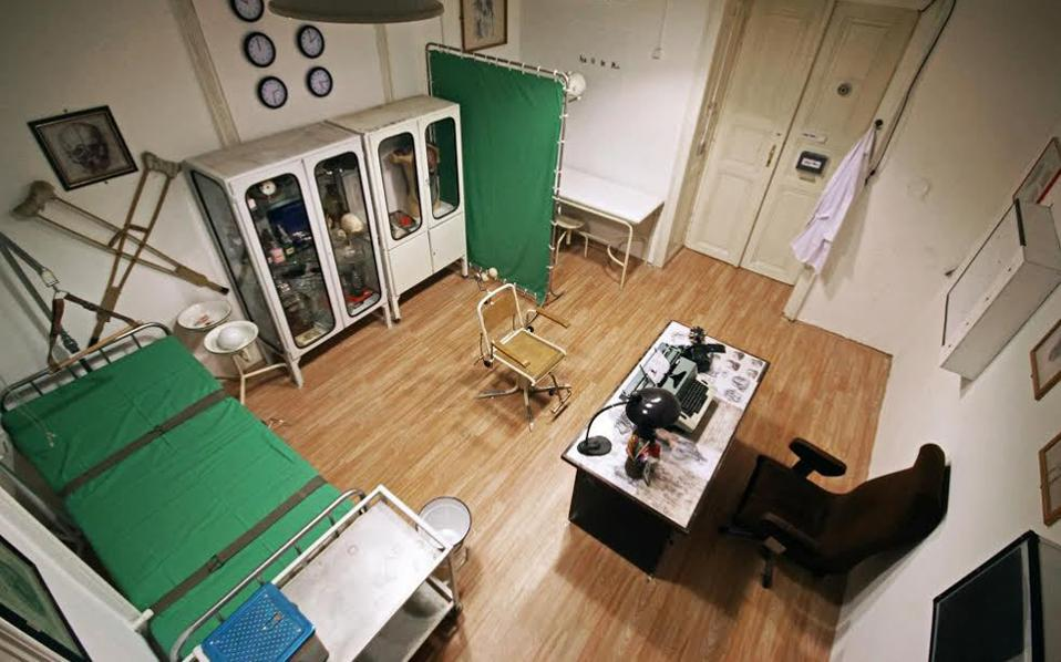 Δωμάτιο στο MindTrap στη Θεσσαλονίκη. Πρόκειται για το ιατρείο ενός ψυχιάτρου, από το οποίο οι «ασθενείς» επιχειρούν να αποδράσουν.