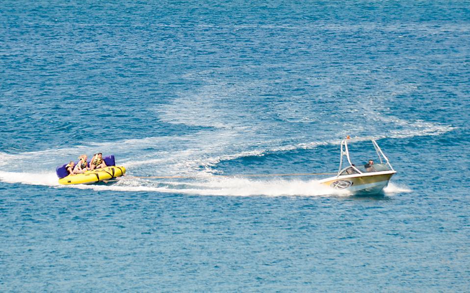 Για την εκμετάλλευση της παραλίας στο Κάτω Λιβάδι της Μυκόνου προσήλθε μόνο ένας πλειοδότης στον οποίο και κατακυρώθηκε η εκμίσθωσή της για την άσκηση δραστηριοτήτων θαλάσσιων μέσων αναψυχής.