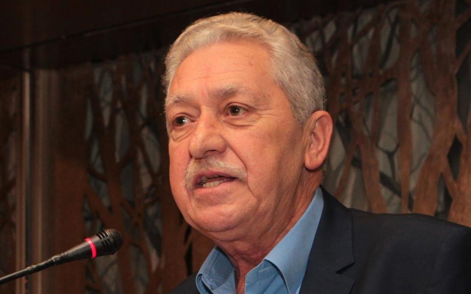 Βουλευτές της ΔΗΜΑΡ καλούν τον κ. Κουβέλη να ξεκαθαρίσει τις προθέσεις του.