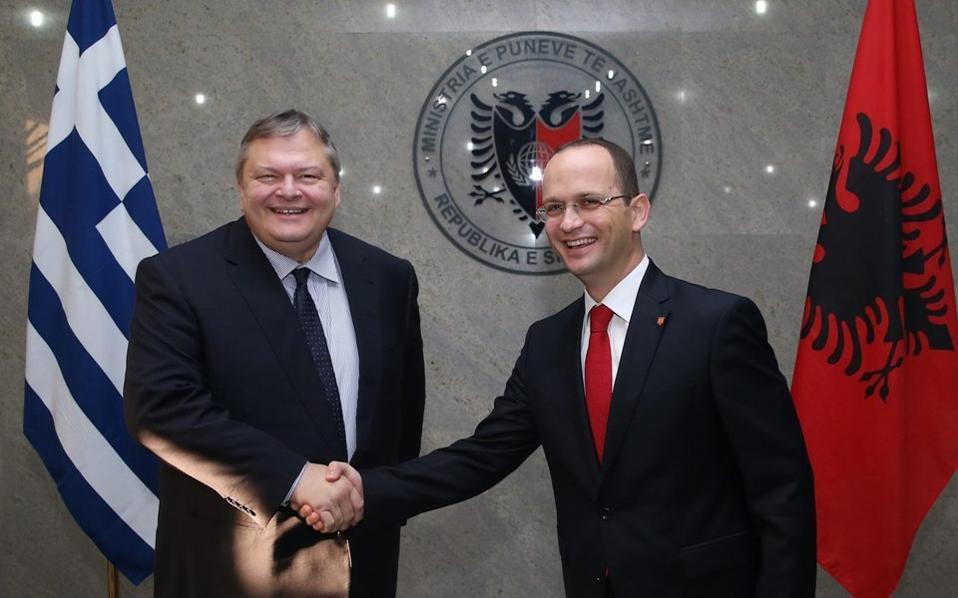 Ο αντιπρόεδρος της Κυβέρνησης με τον αλβανό υπουργό Εξωτερικών το 2013 στα Τίρανα.