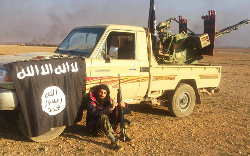 Ο Shamal Ahmad Tofiq, (φωτογραφία) 23 ετών, είναι μέλος της οργάνωσης «Ισλαμικό Κράτος». Ασπάστηκε το ριζοσπαστικό Ισλάμ κατά την παραμονή του σε αυτοσχέδιο τζαμί στην Αθήνα την περίοδο 2009 - 2012. Ιχνη τζιχαντιστών του ISIS στην Αθήνα αποκάλυψε έρευνα της «Κ».