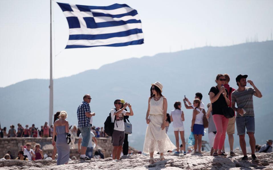Ακόμα και αν γνωρίζουν κάποια αγγλικά, οι Κινέζοι τουρίστες στην Ελλάδα επιθυμούν να έχουν μαζί τους κάποιον με τον οποίο να μπορούν να συνεννοούνται στη γλώσσα τους. Και κάπου εκεί αρχίζει η ιστορία μας....