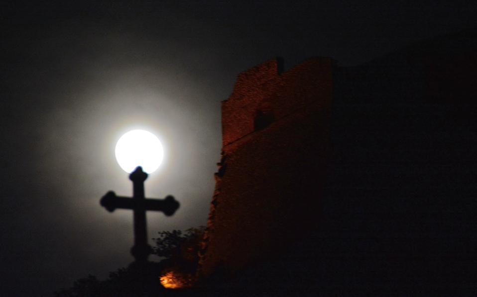 Η Εκκλησία μπλοκάρει τα αποτεφρωτήρια, του Απόστολου Λακασά | Kathimerini