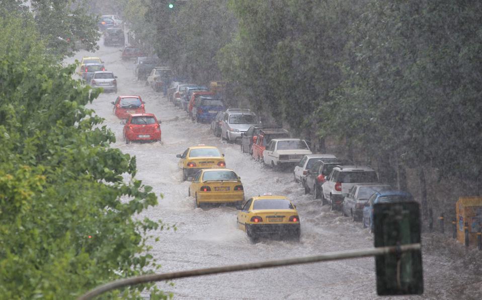 Επιδείνωση του καιρού στην κεντρική Μακεδονία με ισχυρές βροχές και καταιγίδες