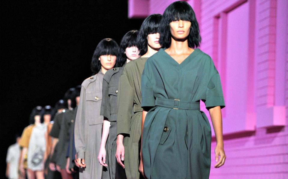 Ο τίτλος για τον  μήνα της μόδας  ανήκει αναμφισβήτητα στον Σεπτέμβριο και  οι παρουσιάσεις των συλλογών αρχίζουν δυναμικά στη Νέα Υόρκη f218307a2ae