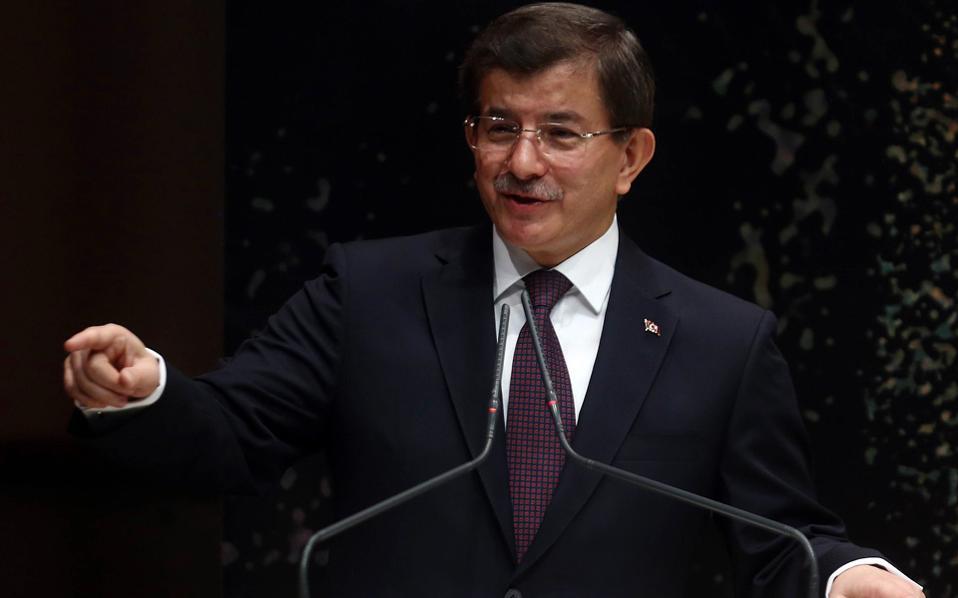 «Θα διεξάγουμε σεισμικές έρευνες στα περίχωρα της Κύπρου. Λάβαμε όλα τα απαιτούμενα μέτρα για την εξασφάλιση της ασφάλειας των ερευνών μας» ήταν το μήνυμα του πρωθυπουργού της Τουρκίας, Αχμέτ Νταβούτογλου.