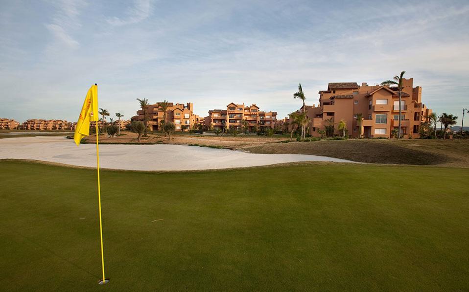 Ωθηση θα δώσει η ανάπτυξη σύνθετων τουριστικών θερέτρων για τη φιλοξενία μιας σειράς υψηλών υποδομών όπως γήπεδα γκολφ, μαρίνες, σπα, συνεδριακά κέντρα κ.ά.