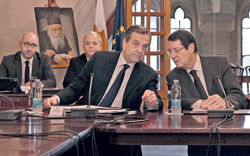 Το θέμα δεν είναι τα πρόσωπα στη φωτογραφία από την επίσκεψη Σαμαρά στο προεδρικό μέγαρο στην Κύπρο, αλλά το ντεκόρ του μεγάρου. Προσέξτε, λ.χ., τον πίνακα στο καβαλέτο, πίσω αριστερά.