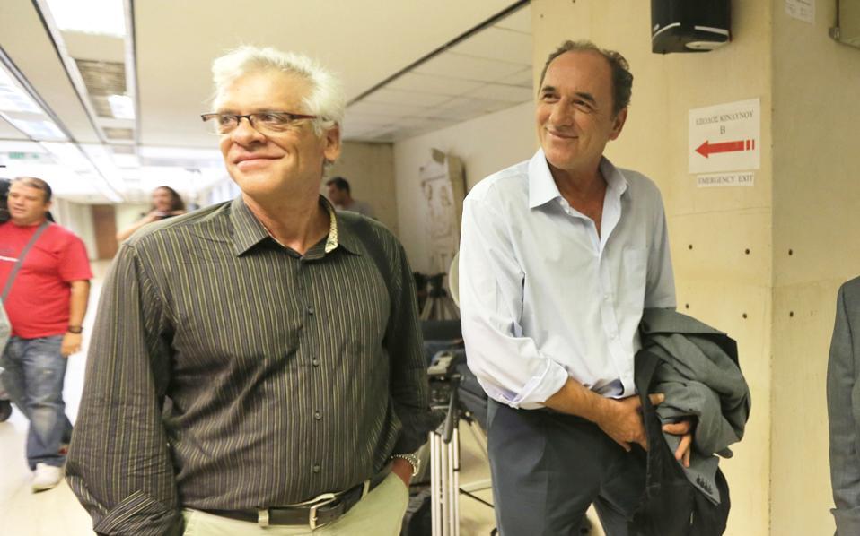 Τα στελέχη του ΣΥΡΙΖΑ Γιώργος Σταθάκης και Γιάννης Μηλιός κατάφεραν να «αποδράσουν» από το Σίτι χωρίς να αποκαλύψουν στους εκπροσώπους επενδυτικών funds πώς σκοπεύει να κινηθεί το κόμμα της αξιωματικής αντιπολίτευσης εάν τα πράγματα δεν εξελιχθούν όπως θα ήθελε.