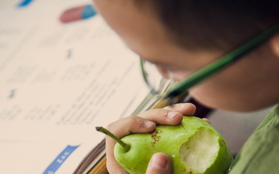 Αυξήθηκαν οι μαθητές που λαμβάνουν πρωινό στο σχολείο λόγω χαμηλού οικογενειακού εισοδήματος.