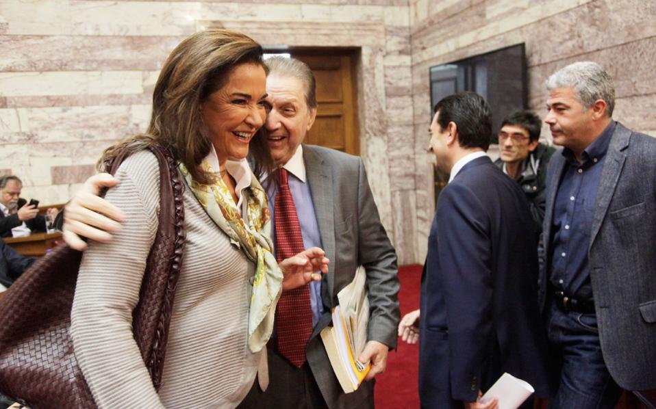 Ποιο ήταν το ανέκδοτο που τους κάνει να γελούν τόσο, δεν ξέρω. Μήπως το «Βύρων για πρόεδρος»; Οχι της Βουλής, αυτό ήταν παλαιότερο ανέκδοτο, αλλά της Δημοκρατίας...