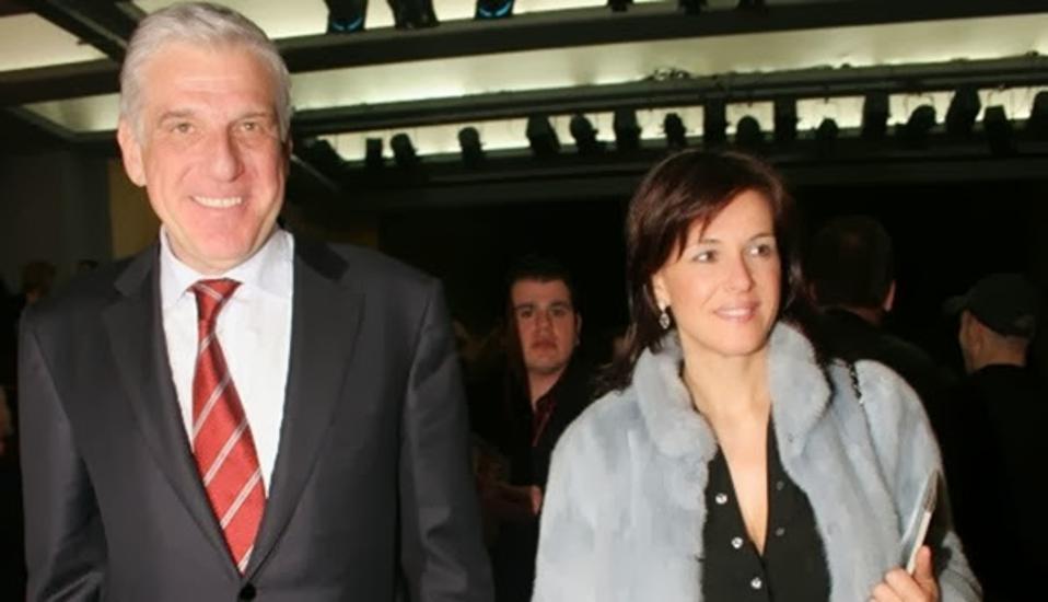 Η κατηγορία σε βάρος του πρώην υπουργού και της συζύγου του αφορά τη δήλωση περιουσιακής κατάστασης του οικονομικού έτους 2009, ενώ το ζευγάρι αναμένεται να δικαστεί -και πάλι στο Πλημμελειοδικείο- την ερχόμενη Πέμπτη για αντίστοιχη κατηγορία που αφορά το οικονομικό έτος 2008.