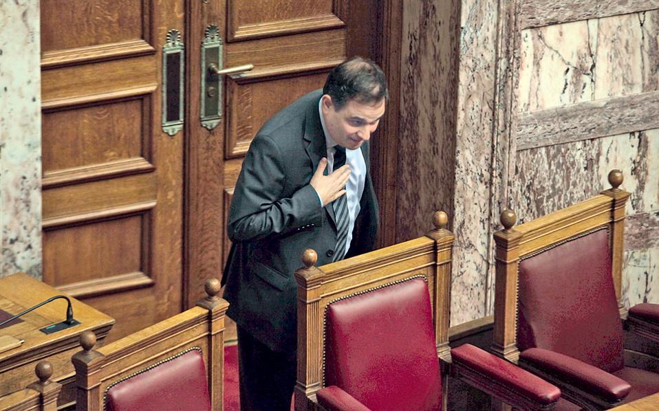 Ο Φίλιππας ο Σαχινίδης εκφράζει με μια υπόκλιση την ευγνωμοσύνη του προς κάποιο συνάδελφό του στη Βουλή. Ο λόγος δεν μου είναι γνωστός - μήπως επειδή τον προσφώνησε «πρόεδρο»;