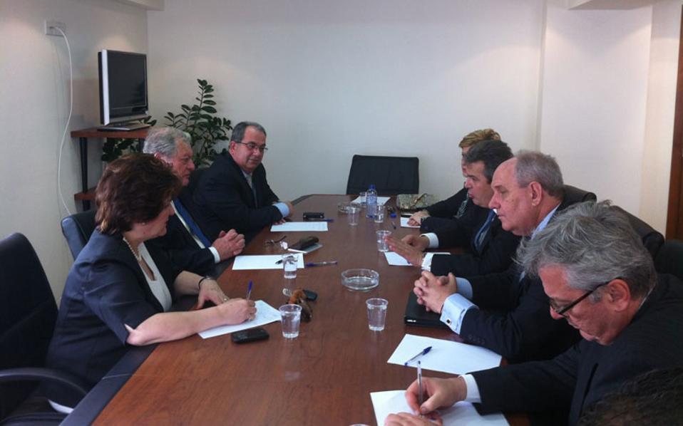 Ο άνθρωπος που φέρεται πως επιχείρησε να δωροδοκήσει τον Π. Χαϊκάλη (δεξιά) συνόδευε τον κ. Καμμένο κατά την επίσκεψη του στην Κύπρο την 01.04.2013.