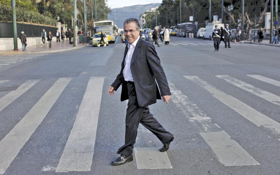 Φυσικό να έχουν αδειάσει οι δρόμοι από τους ανθρώπους, αφού ο Αργύρης Ντινόπουλος ξεκίνησε την ηρωική πορεία του προς τον λαό...