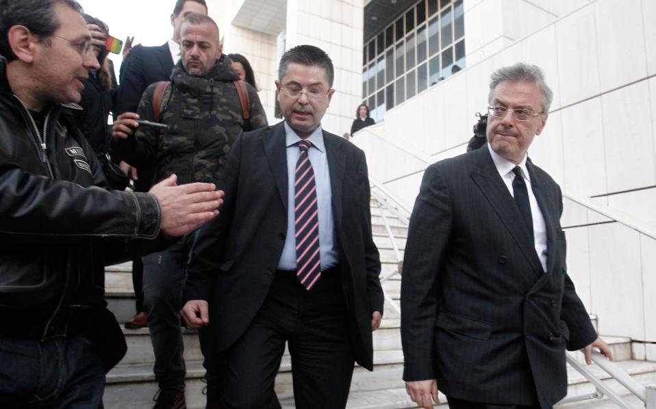 Ο Γιώργος Αποστολόπουλος μαζί με τον συνήγορό του κ. Σαράκη.