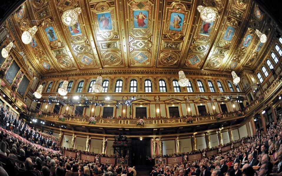 Σήμερα θα αναμεταδοθεί ζωντανά η καθιερωμένη πρωτοχρονιάτικη συναυλία της Φιλαρμονικής της Βιέννης.