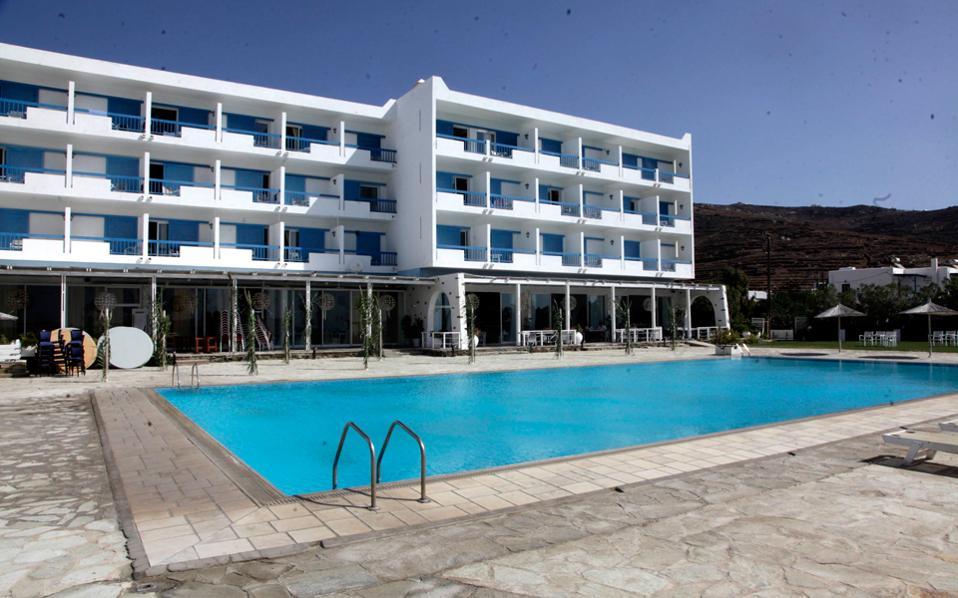 Σύμφωνα με στοιχεία του ΣΕΤΕ, το τελευταίο 15νθήμερο ο ρυθμός εισόδου νέων κρατήσεων στα ελληνικά ξενοδοχεία «φρέναρε» σε ποσοστό 50% σε σχέση με την προ των πολιτικών εξελίξεων περίοδο.