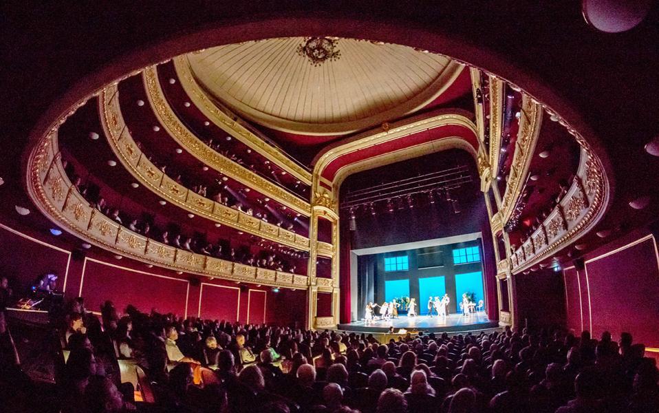 Η ανακαίνιση του Δημοτικού Θεάτρου έδωσε νέα πνοή στον Πειραιά, που τα τελευταία χρόνια χαρακτηριζόταν από υποτονική πολιτιστική δραστηριότητα.