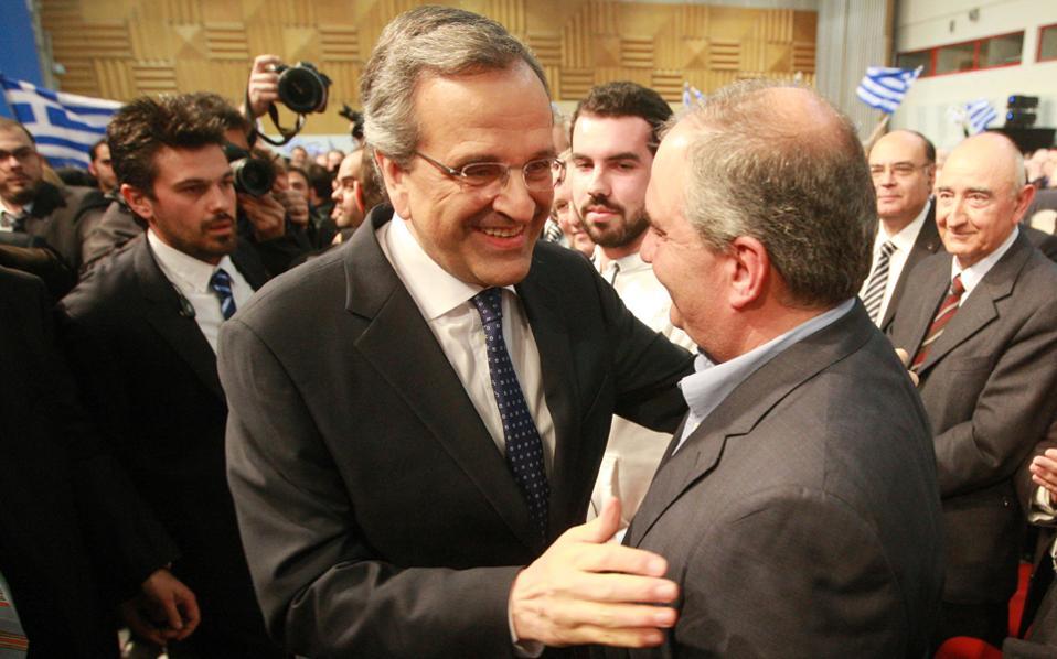Ο κ. Αντώνης Σαμαράς συνομιλεί με τον πρώην πρωθυπουργό Κώστα Καραμανλή, στο Βελλίδειο συνεδριακό κέντρο, στη Θεσσαλονίκη.