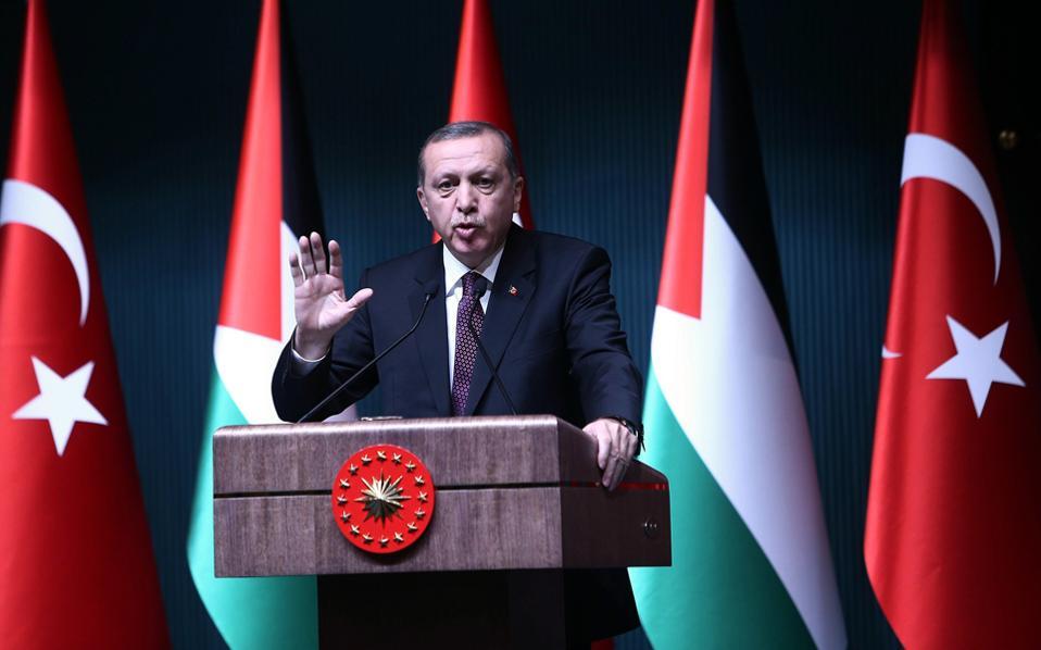 Ακόμα και στις τηλεφωνικές συνδιαλέξεις του Τούρκου προέδρου Ρετζέπ Ταγίπ Ερντογάν έγιναν υποκλοπές.