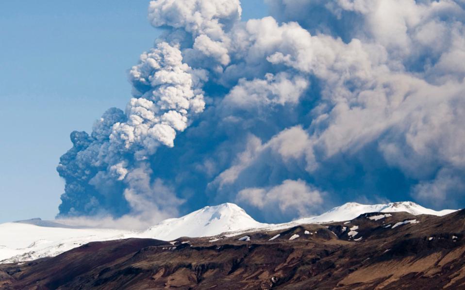 Ενα πραγματικά αποκαλυπτικό σενάριο προβλέπει την εξάπλωση τεράστιου νέφους ηφαιστειακής σκόνης επάνω από την Ευρώπη εξαιτίας έκρηξης του ισλανδικού ηφαιστείου Μπαρνταρμπούνγκα.