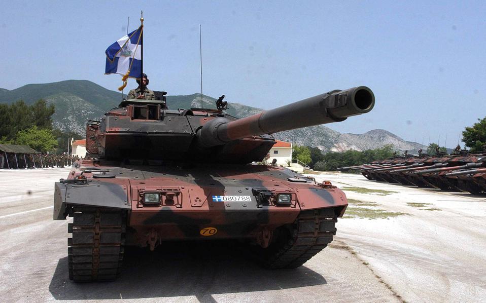 Η Rheinmetall κατέβαλε μίζες και για τη σύμβαση των αρμάτων μάχης Leo-2. Η γερμανική εταιρεία είχε αναλάβει το σύστημα βολής και ένα σημαντικό μέρος των ερπυστριών των αρμάτων.