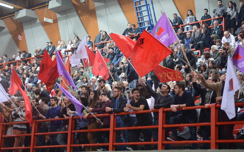 Πλήθος κόσμου παρευρέθηκε στην προεκλογική ομιλία του προέδρου του ΣΥΡΙΖΑ, Αλέξη Τσίπρα, χθες, στην Πάτρα.