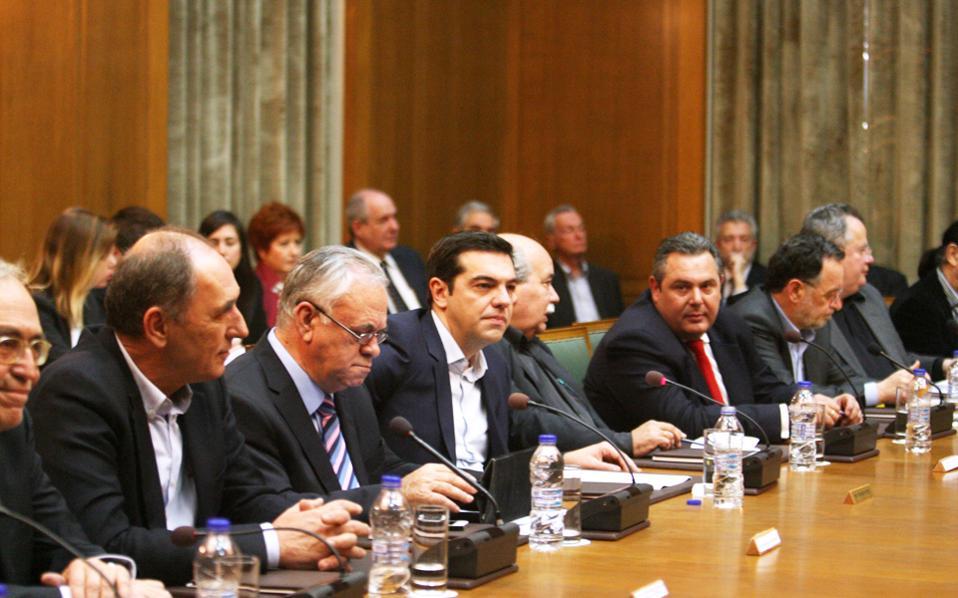 «Δεν σκοπεύουμε να πάμε σε ρήξη, δεν θα συνεχίσουμε όμως και την καταστροφή», ανέφερε ο πρωθυπουργός Αλέξης Τσίπρας στην πρώτη συνεδρίαση του υπουργικού συμβουλίου.