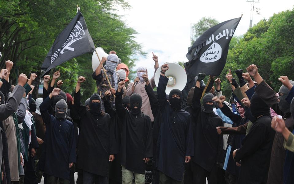 Η άρνηση πολλών νέων στην Ευρώπη να υποταχθούν σε αυτό που χαρακτηρίζουν «κρατούσα ιδεολογία και θρησκεία» οδηγεί ορισμένους στον εξτρεμισμό και πρόσφατα στα πεδία μαχών της Συρίας και του Ιράκ.