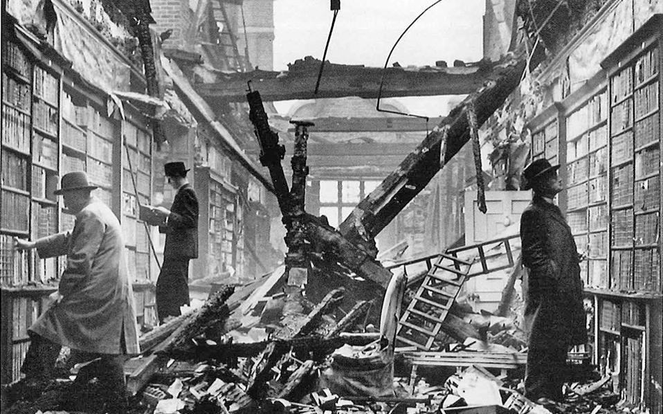 Λονδίνο 1940, ύστερα από γερμανική αεροπορική επιδρομή.