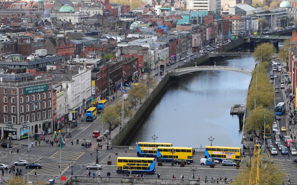 Οι Ιρλανδοί που δεν εξυπηρετούν το δάνειό τους για περισσότερο από δύο χρόνια αποτελούν τα 2/3 του συνόλου των ιδιοκτητών που αντιμετωπίζουν προβλήματα στην εξυπηρέτηση των στεγαστικών τους δανείων.