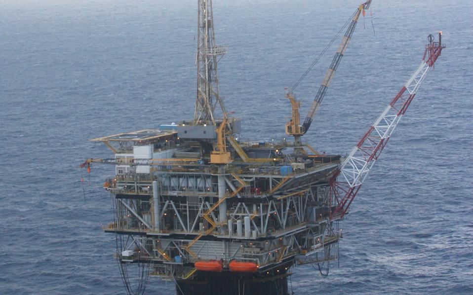 Η αμερικανική παραγωγή σχιστολιθικού πετρελαίου έχει αλλάξει άρδην τα δεδομένα στην αγορά πετρελαίου, αλλά και τις συνήθειες των traders, που πλέον μελετούν με μεγάλη προσοχή τα στοιχεία που σχετίζονται με την προσφορά.