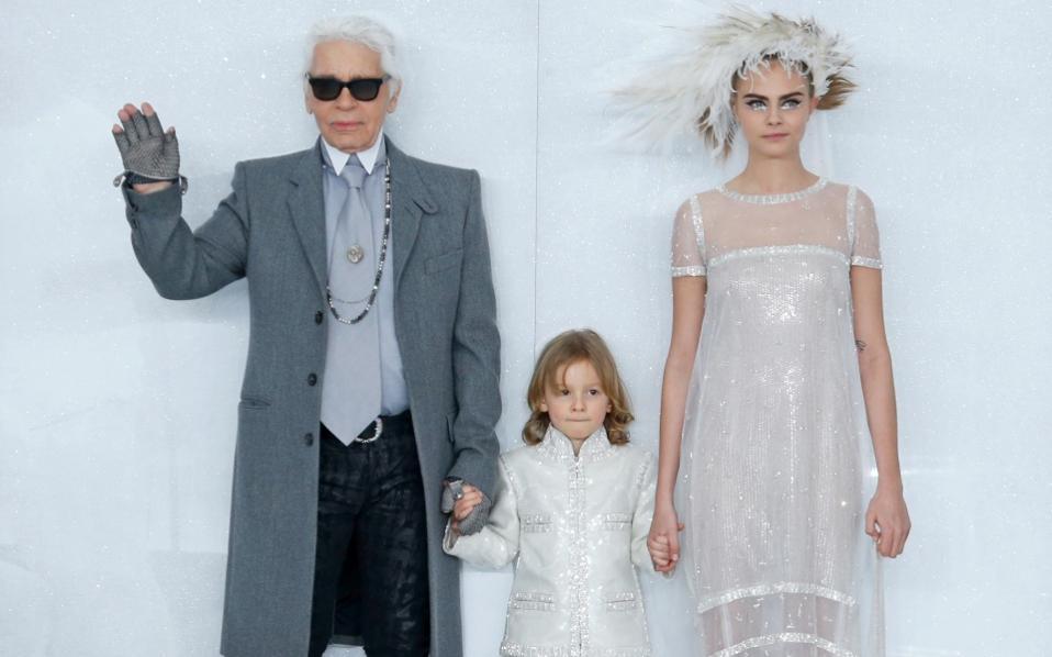 Ο Karl Lagerfeld είναι ένας σχεδιαστής που δεν φοβάται να παίρνει ρίσκα.  Για αυτό 28ea6caefd0