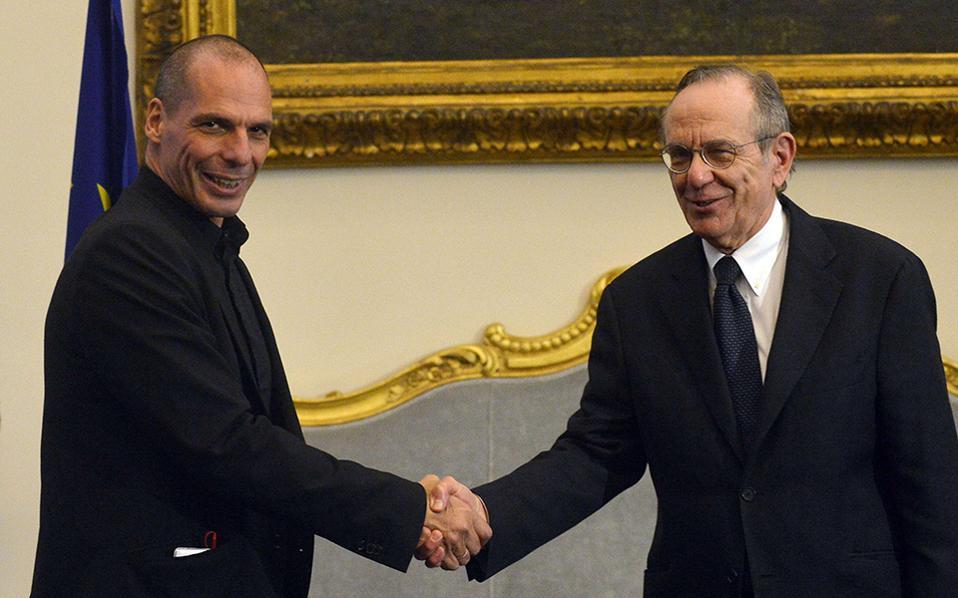 Εξαιρετικά χρήσιμη χαρακτήρισε τη συνάντηση που είχε το μεσημέρι στη Ρώμη με τον Ιταλό ομόλογό του Πιέρ Κάρλο Πάντοαν, ο υπουργός Οικονομικών Γιάνης Βαρουφάκης.