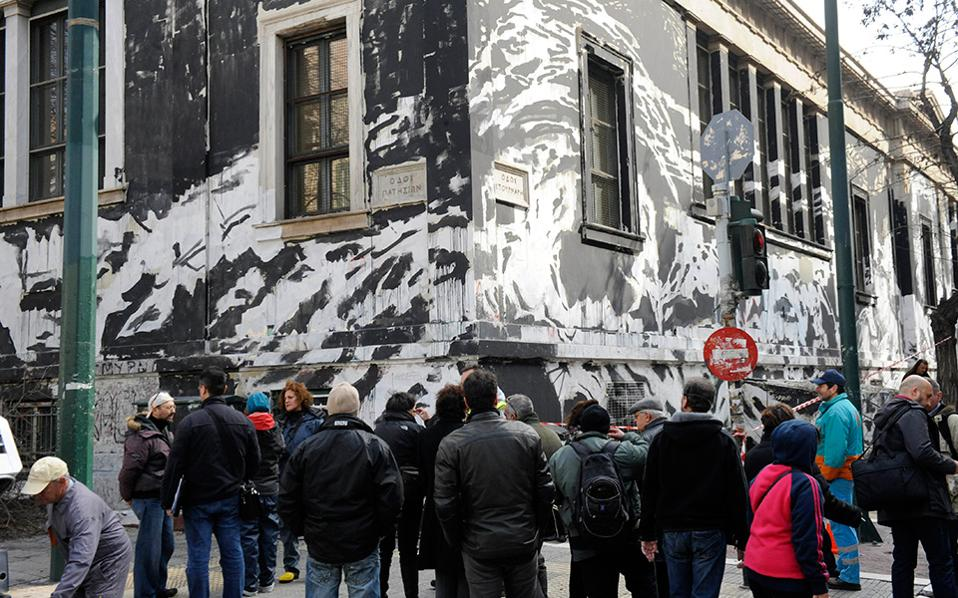 Το graffiti στο κτίριο του πολυτεχνείου