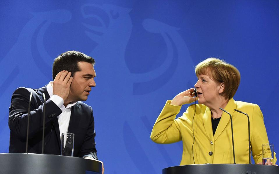 Χθες, στο Βερολίνο, ο πρωθυπουργός της Ελλάδας Αλέξης Τσίπρας και η καγκελάριος της Γερμανίας Αγκελα Μέρκελ στην από κοινού συνέντευξη Τύπου. Προσπάθεια αλληλοκατανόησης για το αμοιβαίο καλό των δύο χωρών και το ευρωπαϊκό μέλλον, χωρίς τα διαιρετικά στερεότυπα.